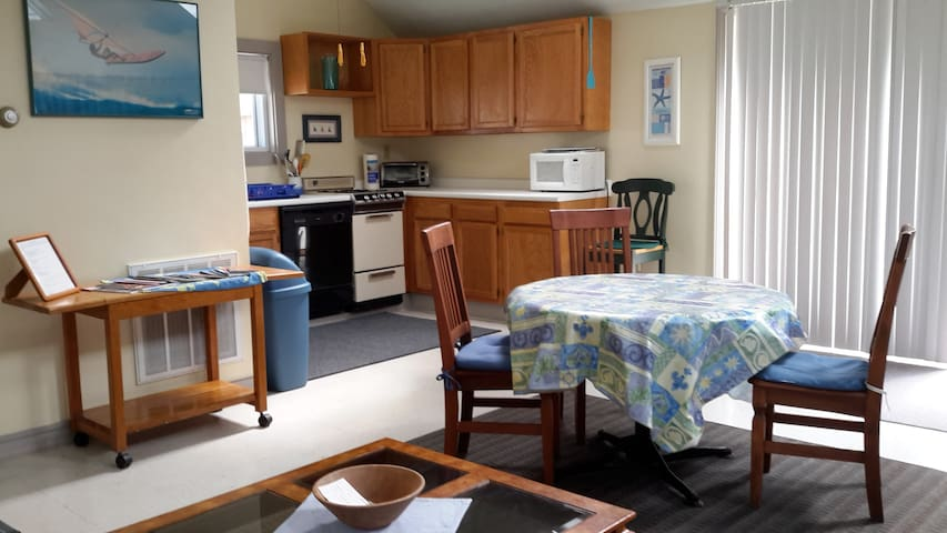 Clean,spacious cottage w central AC - Dennis - Huis