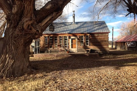 Antique Farm Cabin: 20% Winter Sale for 2 nights - Del Norte