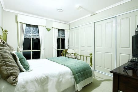 Private Comfy Room & Bath or Homestay in Greenvale - Greenvale