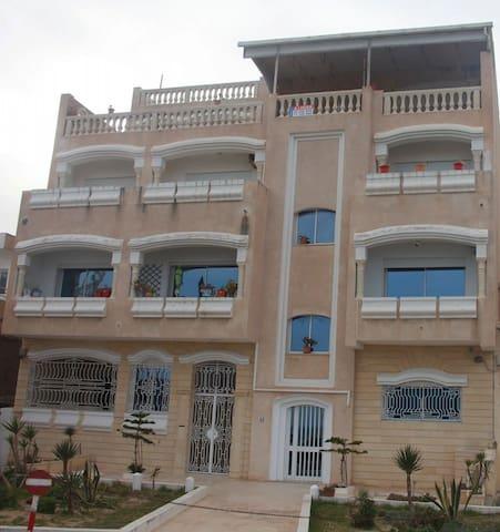 Villa avec une belle vue surr la mer méditerrané - La Goulette - Huis