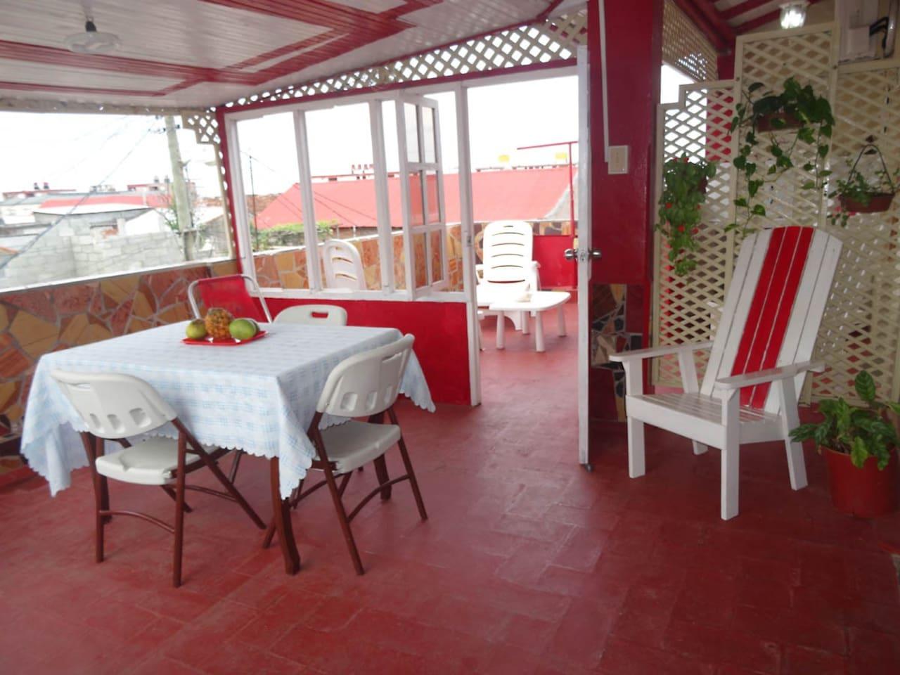 Terraza bien equipada,exelente ventilación natural  para su disfrute y relax.