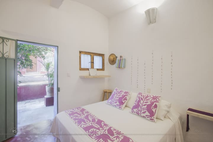 Cute room in Boca del Monte by El DiabloyLaSandia.