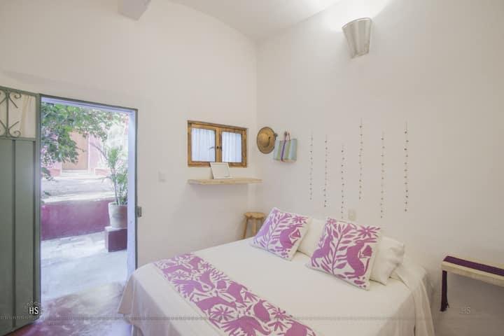 Cute room in Boca del Monte by El DiabloyLaSandia.