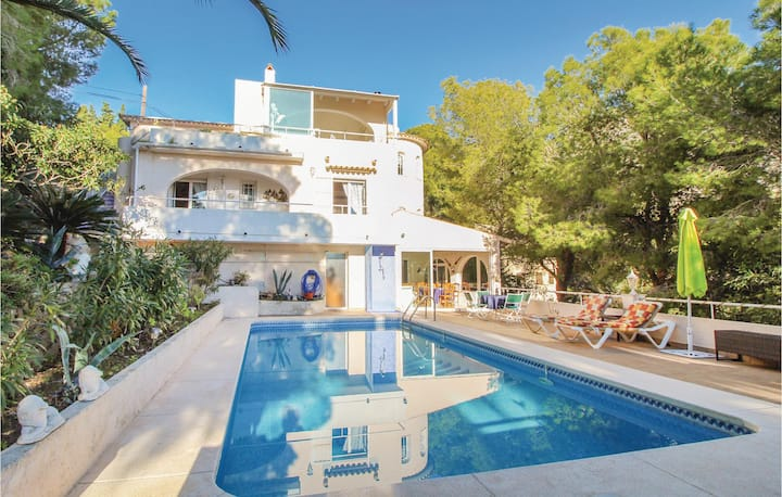 Holiday cottage with 5 bedrooms on 252m² in Altea