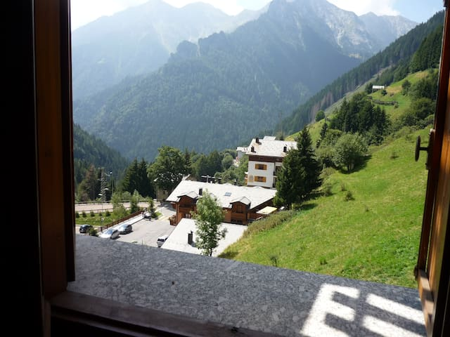 Warm apartment with terrace and view on mountains