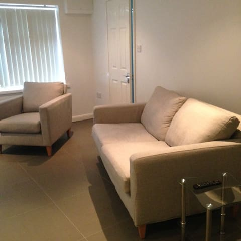 NEW  stylish central apartment with parking - Wokingham - Serviced flat