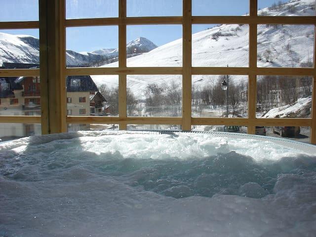 Enjoy the shared hot tub.