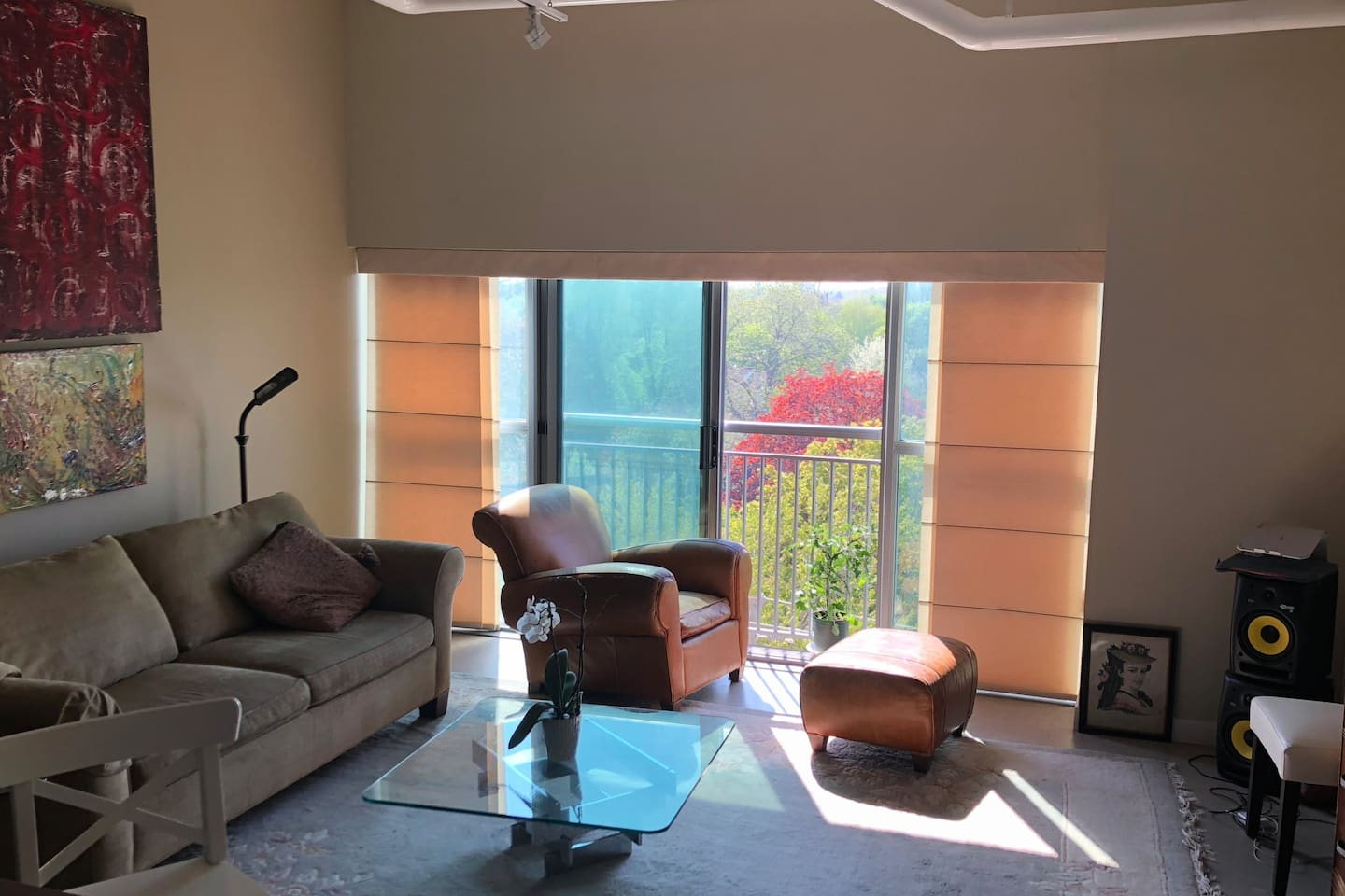Large, Bright 2 Bedroom Loft in Upscale Kingsway Neighbourhood 25 minutes from Downtown on Transit that is steps away