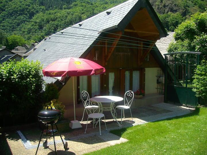 petite maison de montagne avec jardin