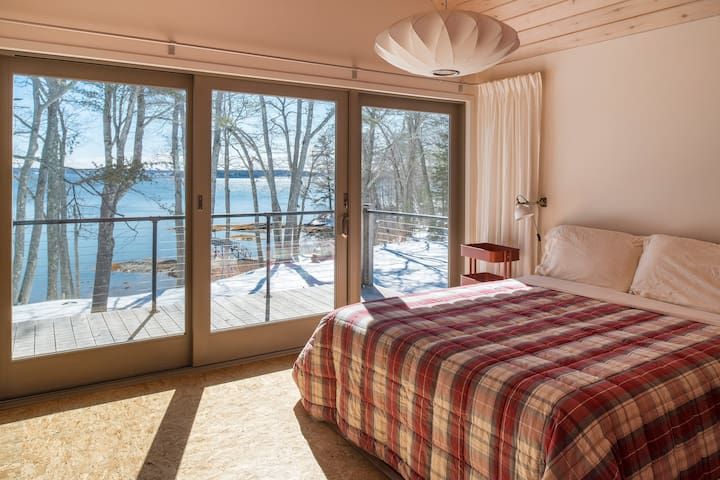Waterfront with exquisite views of the Cove. - Freeport - House