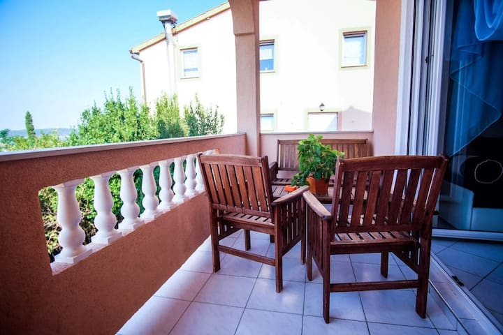 One bedroom apartment with balcony and sea view Barbat, Rab (A-14390-b)