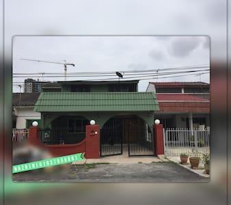 Sunny,Family-Friendly House in  Kajang/Bangi - Ház