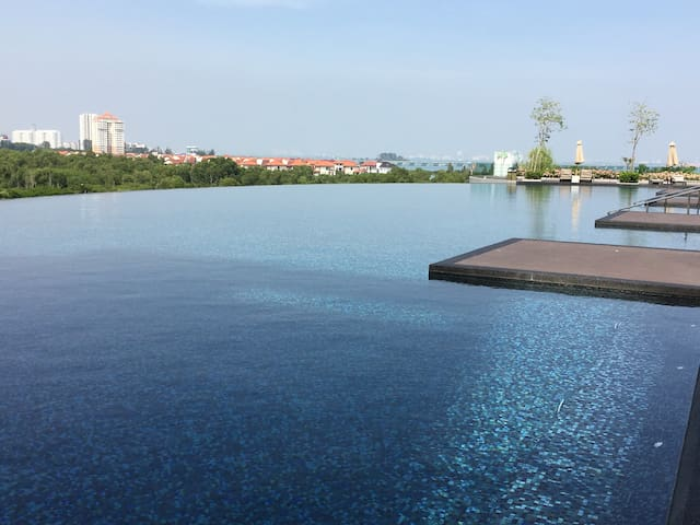 New Seaview Luxury , near Queensbay Mall & USM