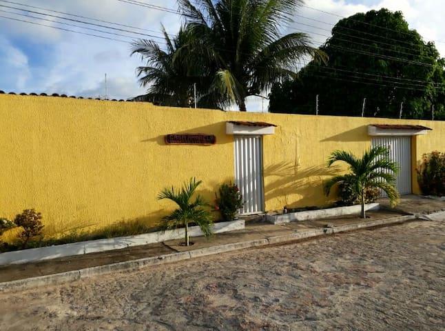 Casa Amarela - Paripueira - Condomínio fechado