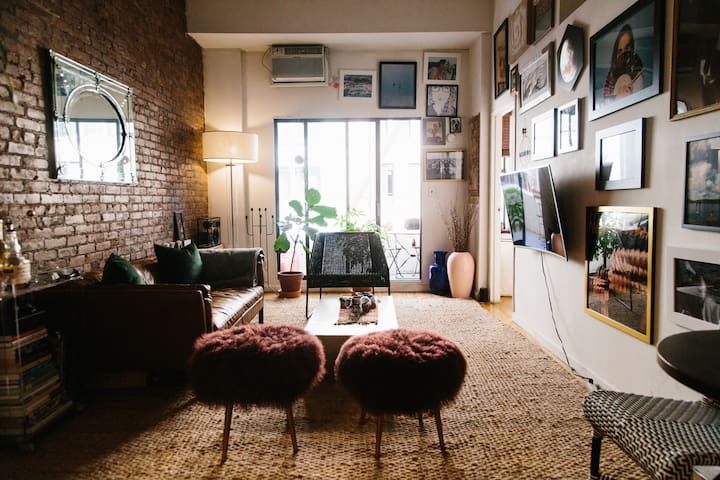 Charming Union Square Apt with Private Balcony!!!!