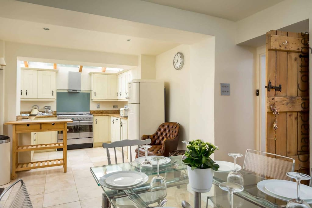 A sociable open plan area for cooking and dining