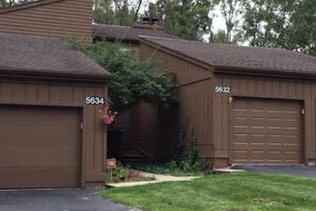 Beautiful Condo near MSU, Capitol and Airport. - East Lansing