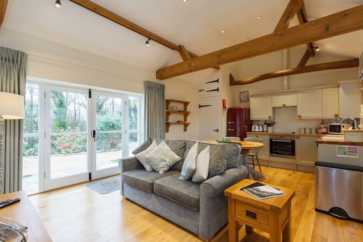 Palomino Cottage - Brook Farmhouse