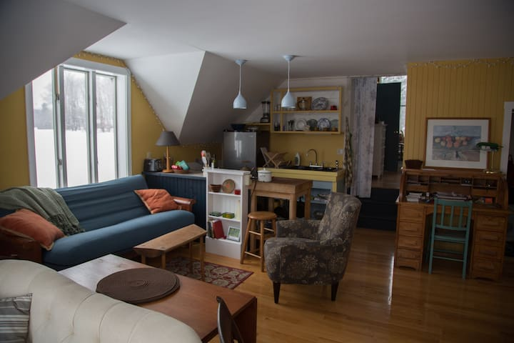 Cozy Hilltop farm apartment - Andover - Apartemen