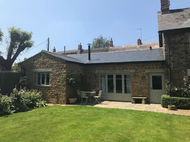 Cotswolds Barn conversion - stables available