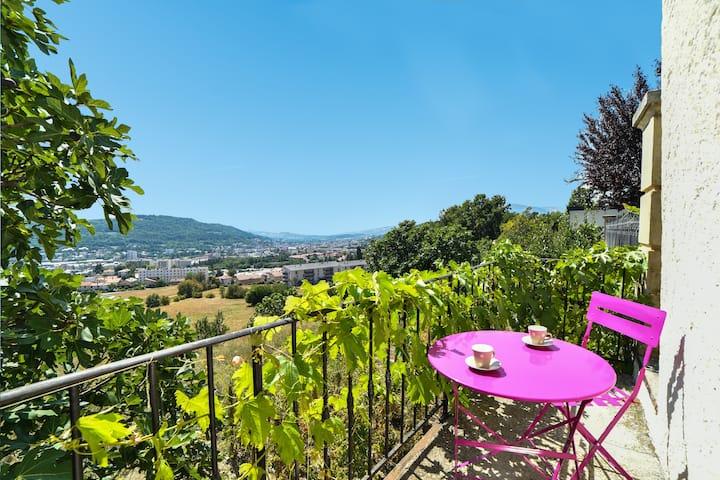 Maison de charme calme avec jardin !