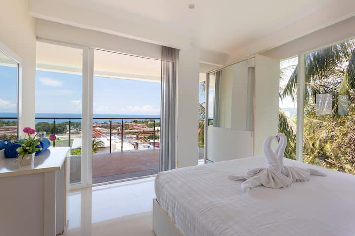 2-Bdr Condominium With Sea View From Bedroom