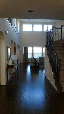 Beautiful 5 bedroom with media room near city and