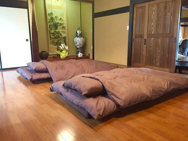 Bedroom 1 (Futons - up to 4 people)