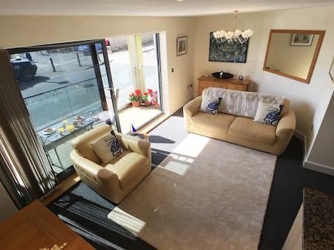 Beautiful Harbourside Apartment