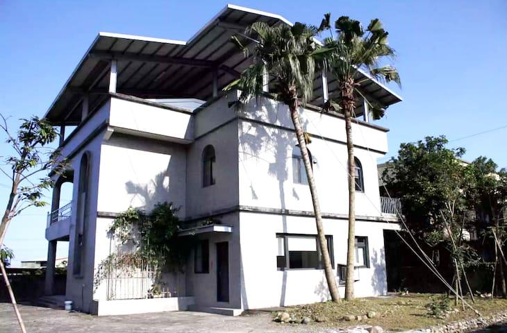 No.6 ( 六號 )  採光/通風極佳 ,清靜 ,整潔 ,素雅 ,大空間歡迎家庭聚會/長租客/包棟 - Yuanshan Township - Villa