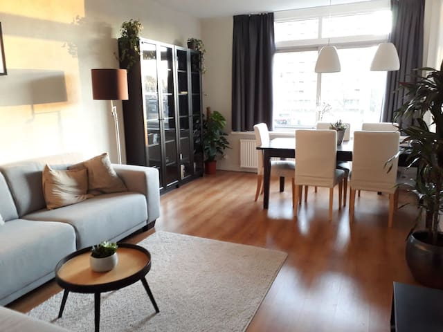 Nice apartment next direct Metro to Amsterdam