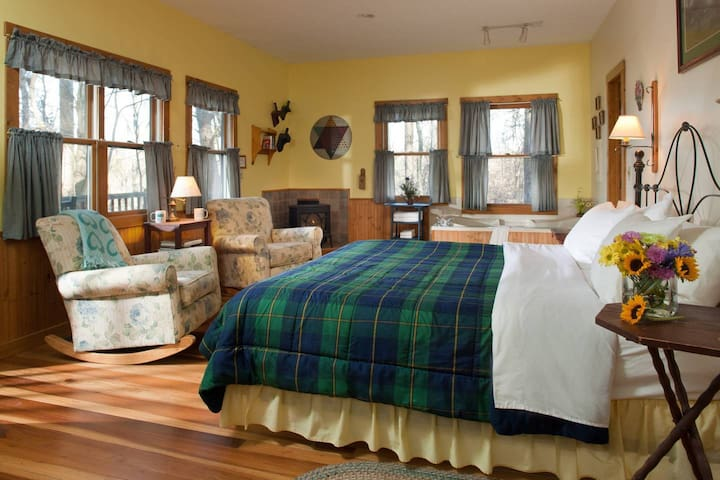 Inn & Spa at Cedar Falls Cottage