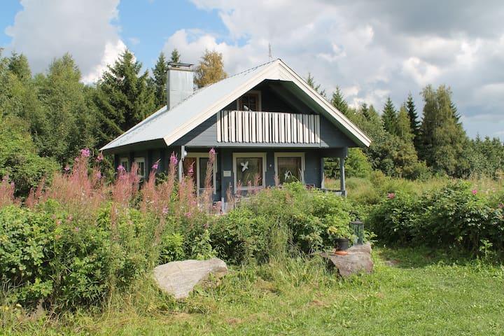 Haus an altem finnischen Bauernhof mit viel Natur
