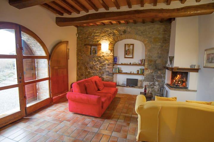 Pietreta. Apartment in old farmhouse with pool