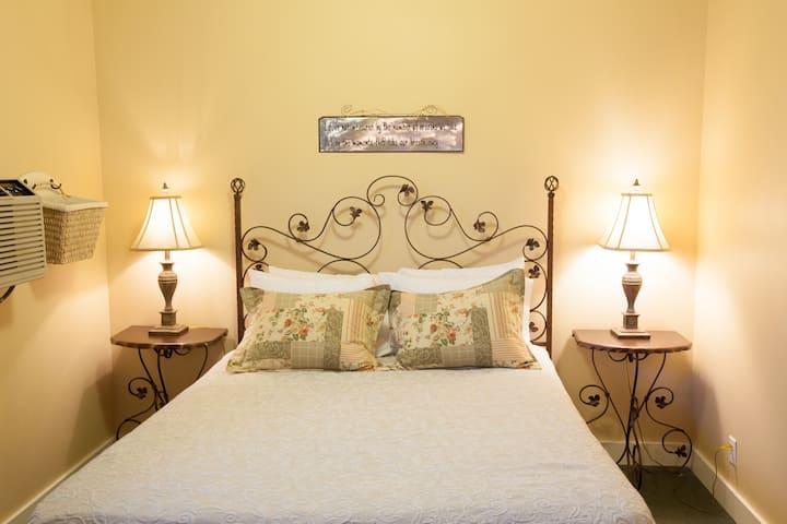Oak Street Hotel - Room 4
