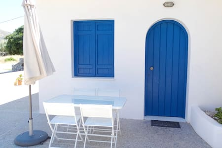 1 Bedroom Apartment by the beach with breakfast