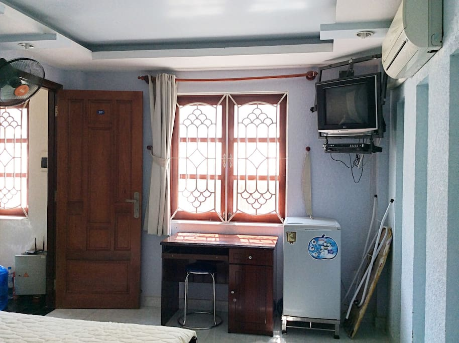 ROOM 3O1 - Room with side window and private bathroom (Normal Double room)