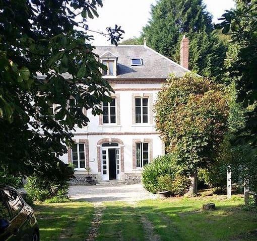 Chambre et salle de bain privative - Bec-de-Mortagne - Hus