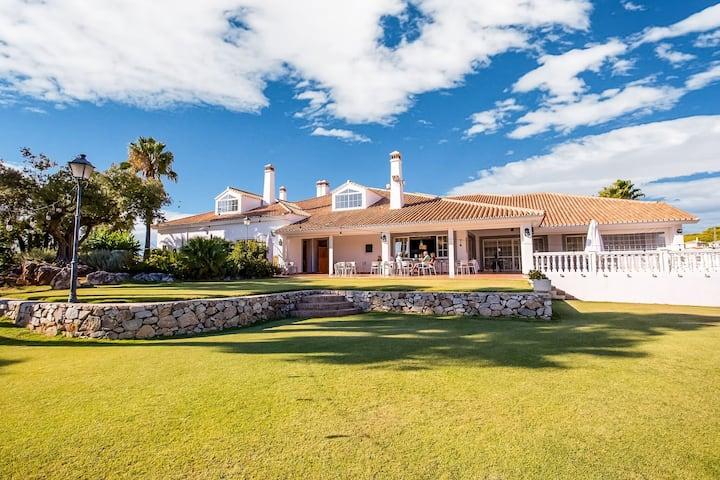 Classy Villa in Alhaurín el Grande with Private Pool