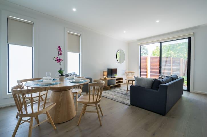 Brand new Comfortable & Convenient - Ashburton - Townhouse