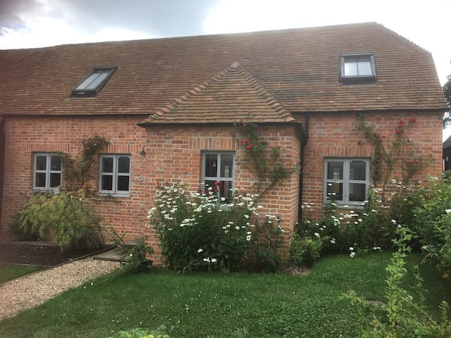 Charming Barn Conversion. 2 bedrooms on quiet farm