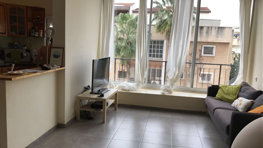 Bright 2BDR central apartment - רעננה - Apartment