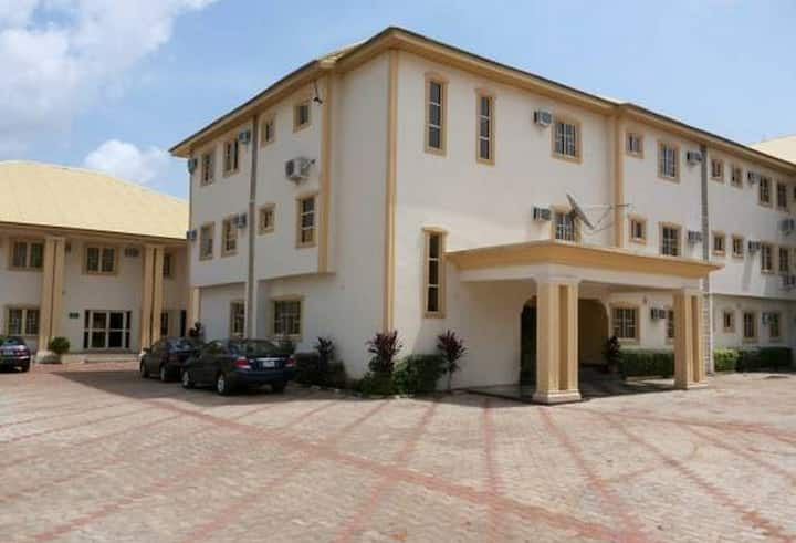 Kim Royal Hotel And Suites..new, fresh, luxurious and affordable hotel in Asaba