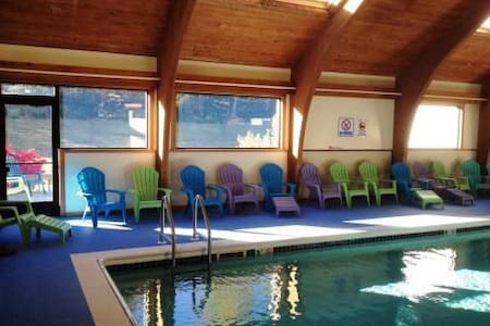 Ski in/Ski out, shuttle, pool, hot tubs, sauna. - Carrabassett Valley