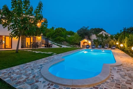 ctim219 - Villa with private pool in Imotski- Makarska, 8 persons, teracce with garden and amazing view over the field