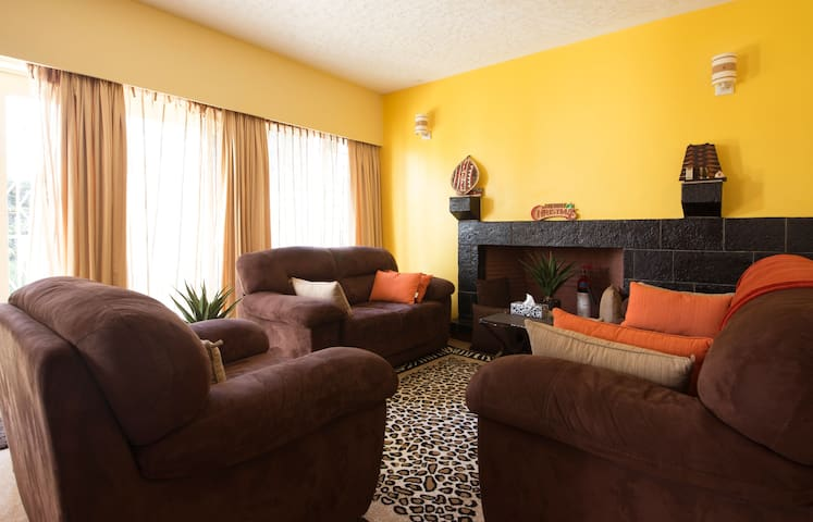 Cosy 3BD House  Yaya Area Kilimani - Nairobi - Dům