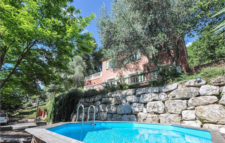 Holiday cottage with 3 bedrooms on 135m² in Nice
