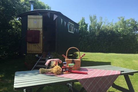 THE BOLT HOLE (SHEPHERDS HUT)