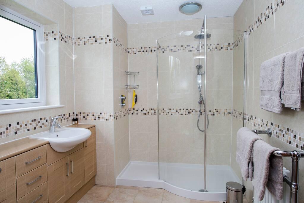 Generous size en-suites to every bedroom