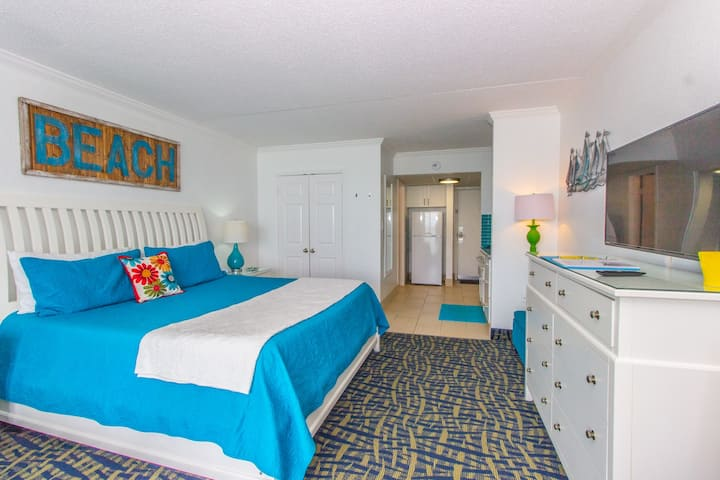 Oceanfront King Suite~Updated Couples Retreat!~Sand Dunes 2433